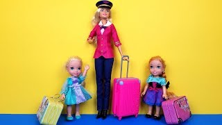 AIRPORT ! Elsa and Anna toddlers - vacation - check in - baggage - suitcases - shopping - Barbie