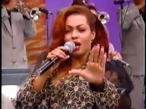 Irisneyda - Simplemente Amigos (El Show De Las 12) *En Vivo