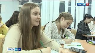В Омских школах стали преподавать волонтёры