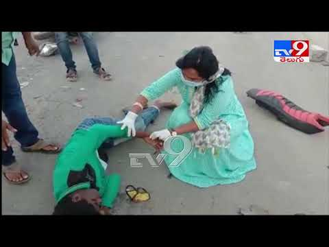 Watch: MLA Vundavalli Sridevi helps giving first aid to a person met with an accident