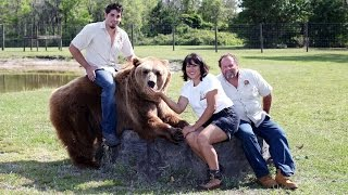 Family Live With 13 Bears In Their Backyard -Exclusive vis..