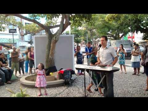 Baixar Phamylla Vitória e Moisés Lira louvando a Deus na Praça da Bandeira - Campina Grande/PB