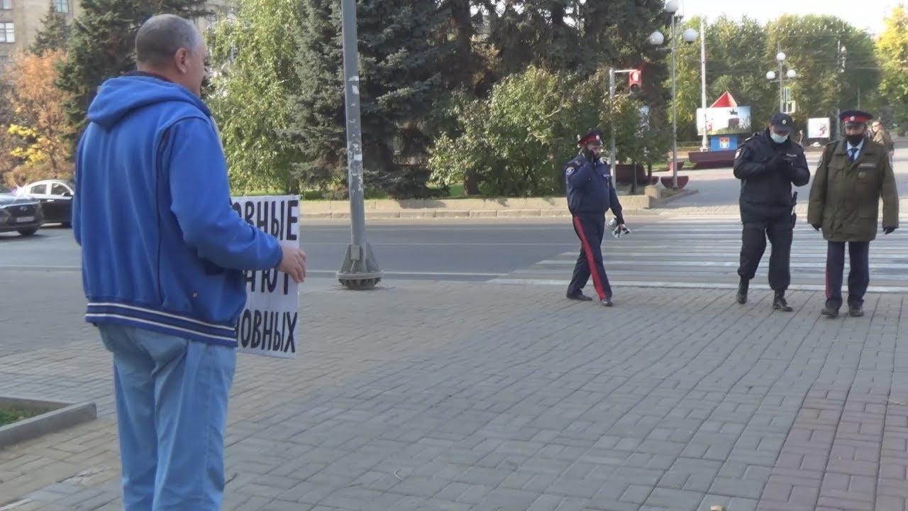 Жители Волгограда вышли на пикет в защиту своих прав