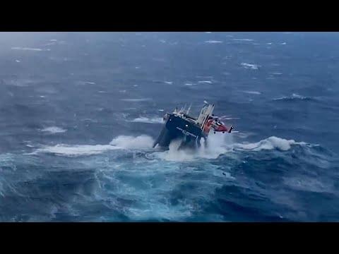 إنقاذ طاقم سفينة هولندية واجهت أمواجاً عاتية قبالة النرويج