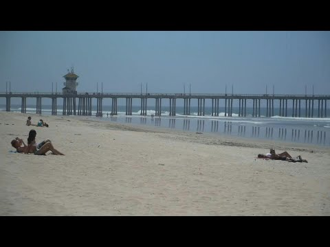 US: Californians defy beach closure in Orange County | AFP photo
