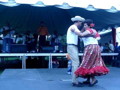 Hernán Marín y bailadores de joropo oriental