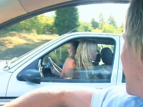 Кога возите и гледате жени...