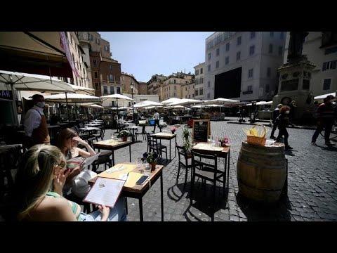 İtalya'da restoranlar Covid-19 önlemlerinin gevşetilmesiyle birlikte teraslarını açmaya başla…