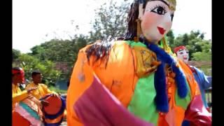 Asian Culture: Cambodian parade of bonn Kathen- Khmer parade Kathen around the temple