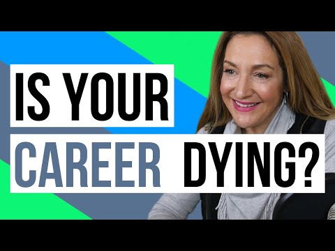 3 Signs Your Career ISN'T Growing photo