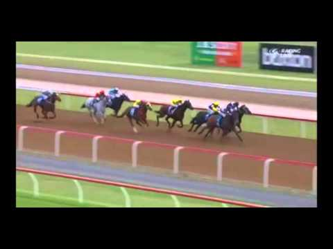 Racecaller calls the wrong horse as the winner