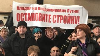 Жители Дербента требуют остановить строительство