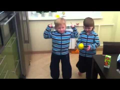 ИгаГри танцуют