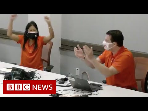 Moment Nasa reacts to successful Ingenuity flight - BBC News