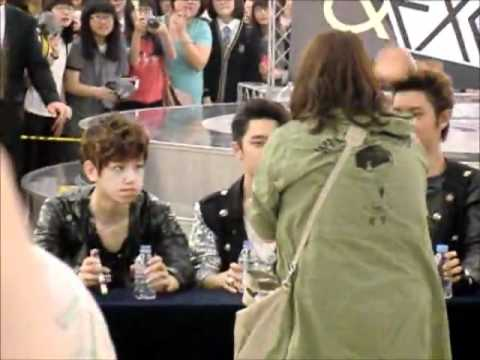 120525 exo fan sign cute!!