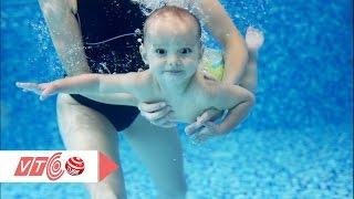 Lớp học bơi cho trẻ sơ sinh ở Hà Nội | VTC