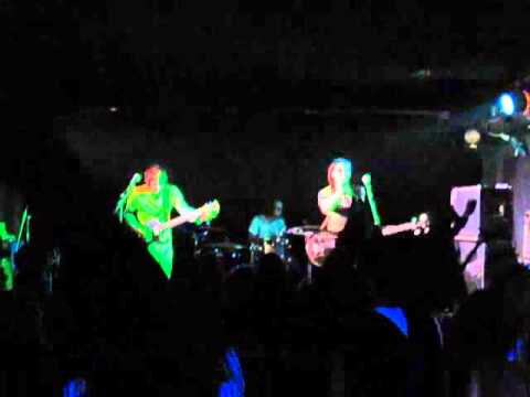 Мои Ракеты Вверх - Annie (СПб, Шум, 13.11.2010) Live