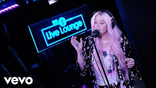 Kesha - Kesha performs Learn To Let Go in the BBC Radio 1 Live Lounge