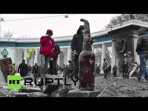 Barricades rebuilt in riotous Kiev