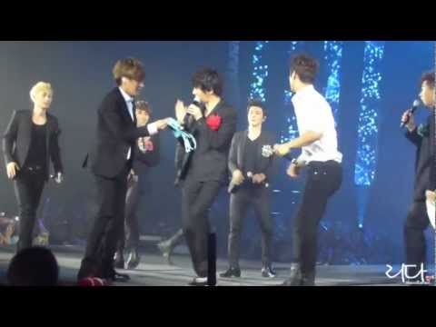 [HD FANCAM] Yesung finds a bra at SS4 Paris