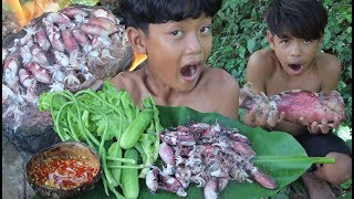 Primitive Technology - Awesome Cooking Squid Recipe - Eating delicious