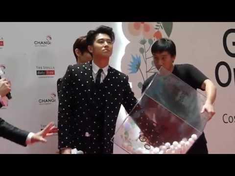 150210 TVXQ Yunho picking lucky no & Changmin reacting to fans