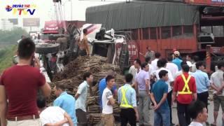 Vụ tai nạn ngày 27/4 khiến hai xe tải lật ngửa trên cao tốc Pháp Vân - Cầu Giẽ.