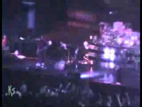 Baixar Korn - Alone I Break - (Live Long Beach Arena, Los Angeles, CA November 10,2002)