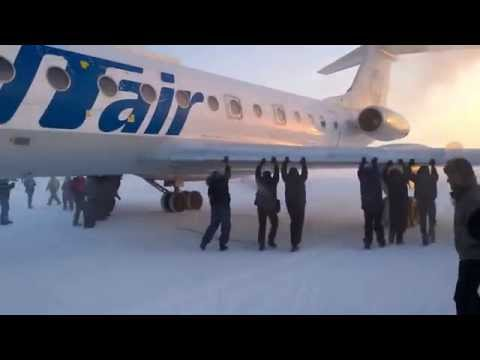 Passengers Get Out And Push Plane Stuck On Ice In Siberia