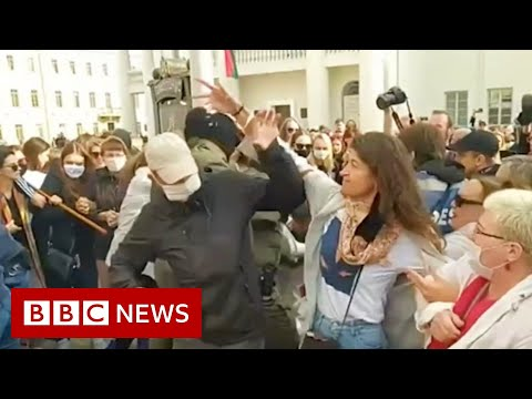 Belarus protests: Women try to unmask those detaining protesters - BBC News
