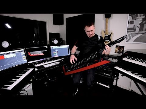 video Roland AX-Edge Keytar