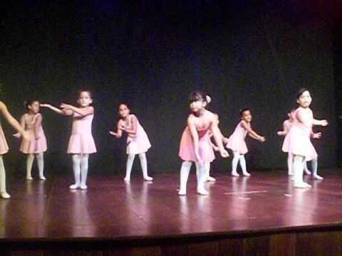 Baixar Brincando de Adoleta - Studio de dança Ana Lucia Oliveira