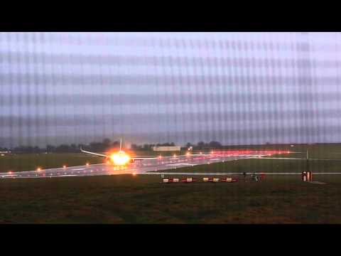 Sideways Landing At Bristol Airport In Strong Wind - Smashpipe News