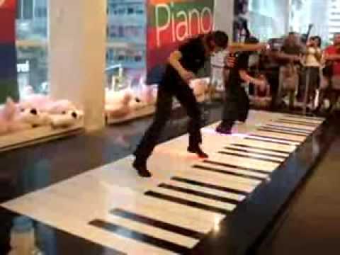 Piano de una forma diferete -- piano con los pies