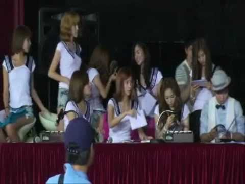 [090730] SNSD Yulsic 율싴 Fancam Moment # 26 - Jessica making fun of Yuri