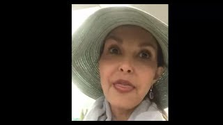 Ashley Judd Triggered Beyond Repair When Airport Employee Calls Her 'Sweetheart'