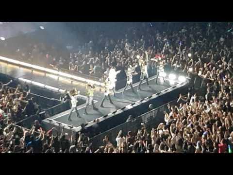 Britney live in Manila