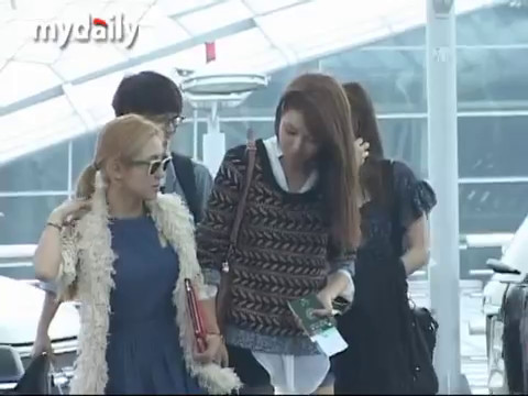 120921 SNSD & EXO - News @ Incheon Airport