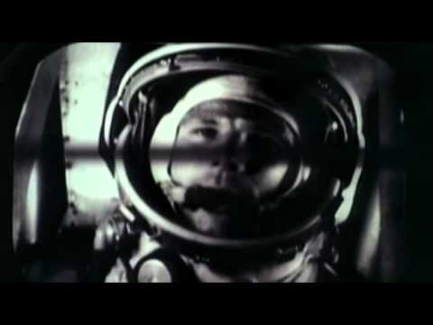 На 12 Април 1961 г. СССР изстрелва в Космоса Восток 1 – първият пилотиран космически кораб с космонавта Юрий Гагарин на борда.