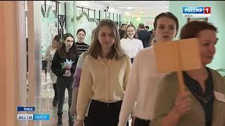 Сегодня омские школьники начали сдавать единый госэкзамен