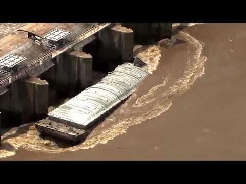 Runaway barges crash into Webbers Falls dam
