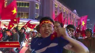 Fan Việt Nam gây chú ý vì độ 'cuồng' bóng đá