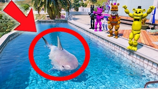 GOLDEN FREDDY'S SHARK IN A POOL PRANK! (GTA 5 Mods For Kids FNAF Funny Moments)