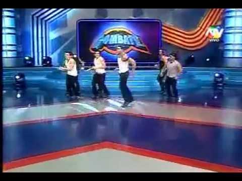Coto bailando la canción de Combate Costa Rica en Perú