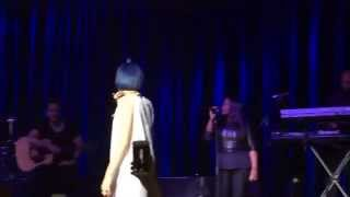 Fan singing Halo with Jessie J. 9/15/15 Reykjavík, Iceland