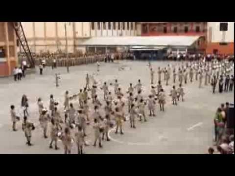 Banda de Guerra Del Colegio Vicente Rocafuerte HD (Juramento de Bandera 2013)