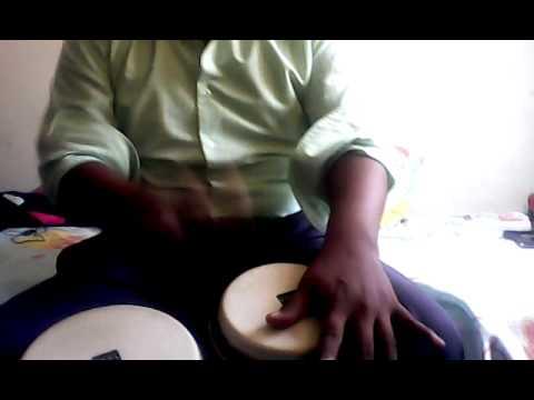 Tocando cumbia en bongo