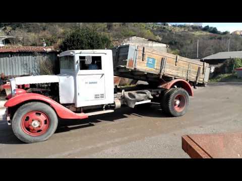 Federal kamioa Barreiros motorrarekin