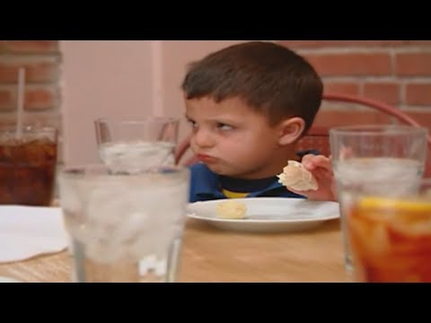 Watch As a Child Throws 'Hissy Fit' in Restaurant While Everyone Watches