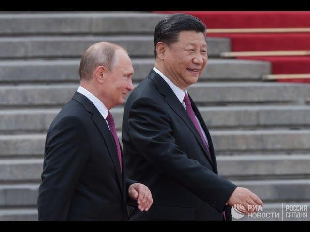 Путин и Си Цзиньпин смотрят хоккейный матч